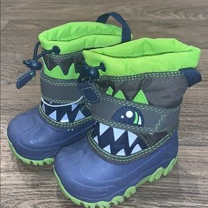 Adorable toddler boy cat and jack winter boots.